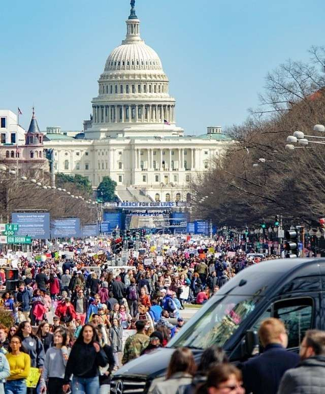 Шествие — митинг «Марш за наши жизни». Вашингтон. 25 марта