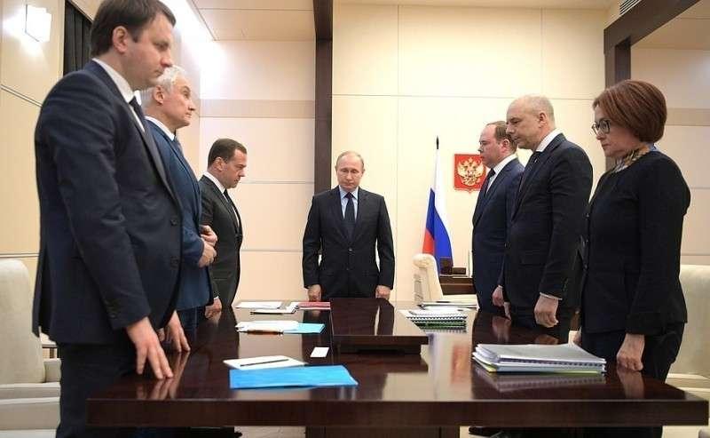 Совещание поэкономическим вопросам. Минута молчания впамять опогибших при пожаре вКемерове.