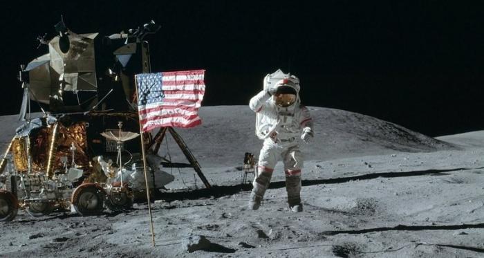 Нахальные пиндосы объявили Луну своей собственной территорией