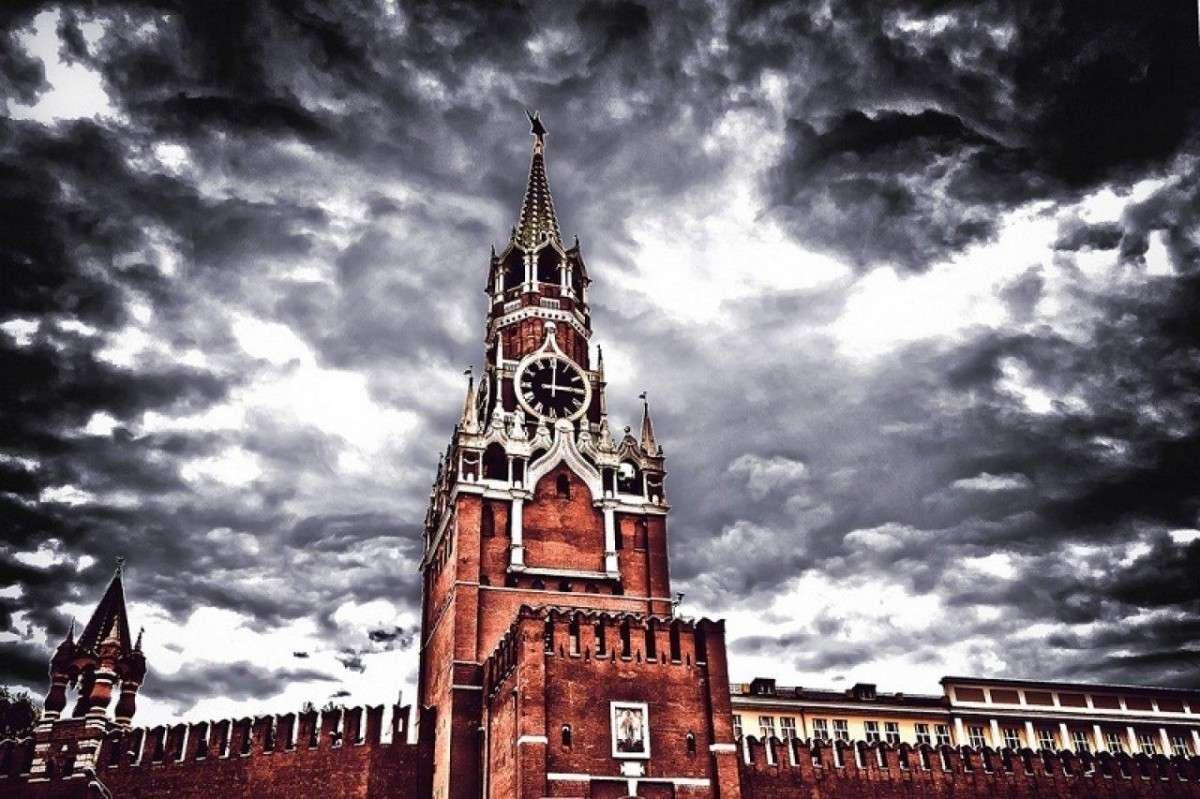 Кремль начал готовить отмену колониальных статей Конституции?