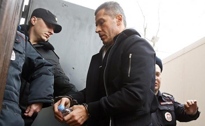 Арест бандитов Магомедовых ставит крест на карьере Медведева
