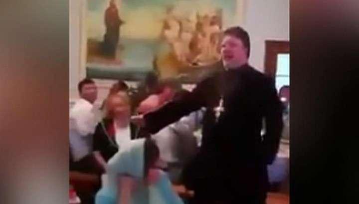Поп-звезда: священника, спевшего
