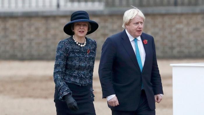Британцы требуют отставки Терезы Мэй и Бориса Джонсон из-за лжи в деле Скрипаля