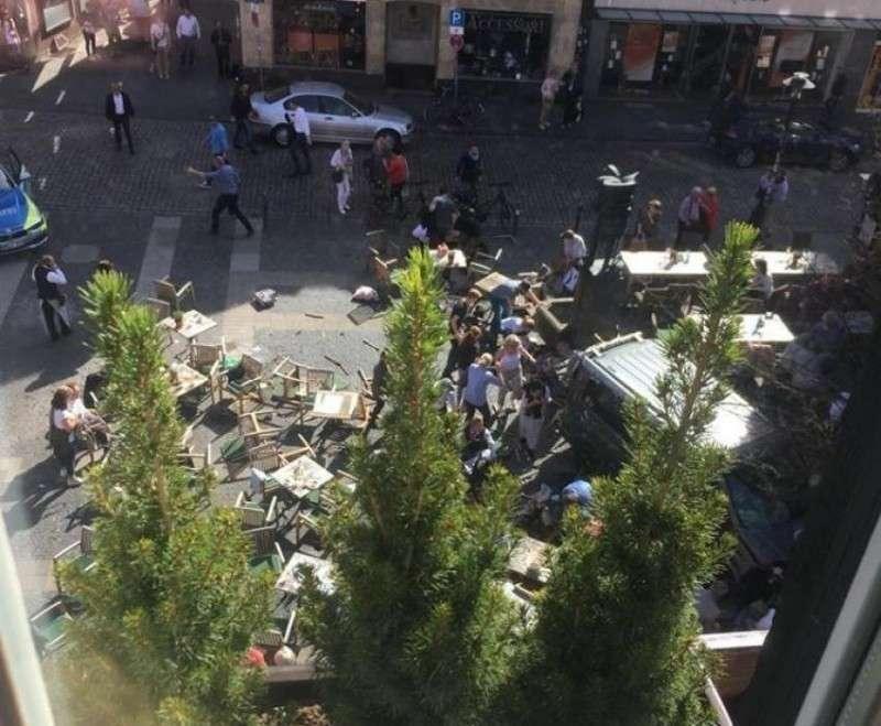 Исполнителя теракта в Мюнстере объявили сумасшедшим