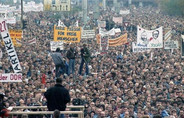 «Долой капитализм! Долой ФРГ!». В Германии прошёл 10-и тысячный митинг за возврат к ГДР