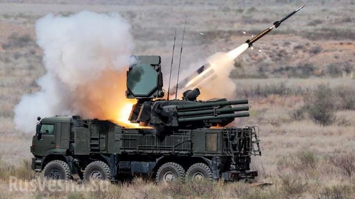 Военная база в Сирии атакована ракетами, силы ПВО открыли ответный огонь