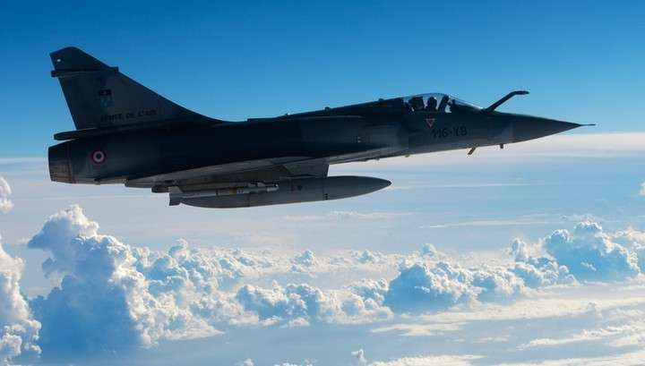 Во Франции истребитель «Мираж 2000» сбросил бомбу на автомобильный завод