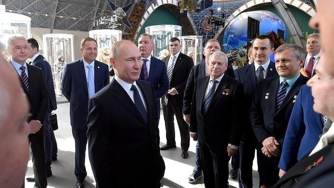 Владимир Путин встретился с космонавтами и ветеранами космической отрасли