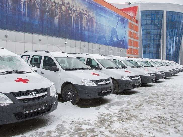 В Омске участковые врачи получили 60 новых автомобилей LADA Largus