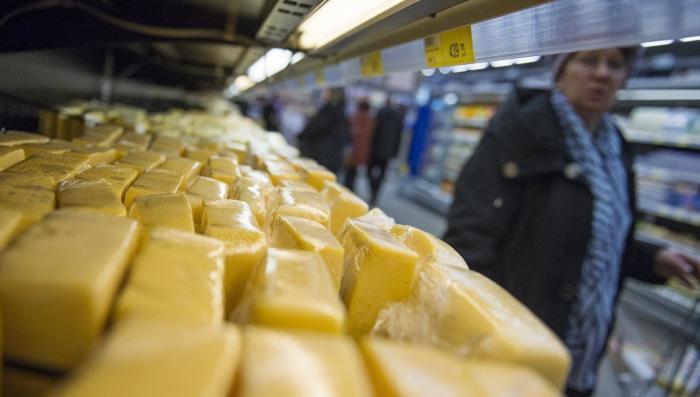 Минсельхоз предложил запретить сделанный не из молока сыр