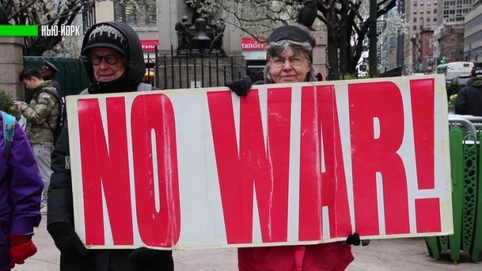 В США прошли массовые протесты против ударов по Сирии