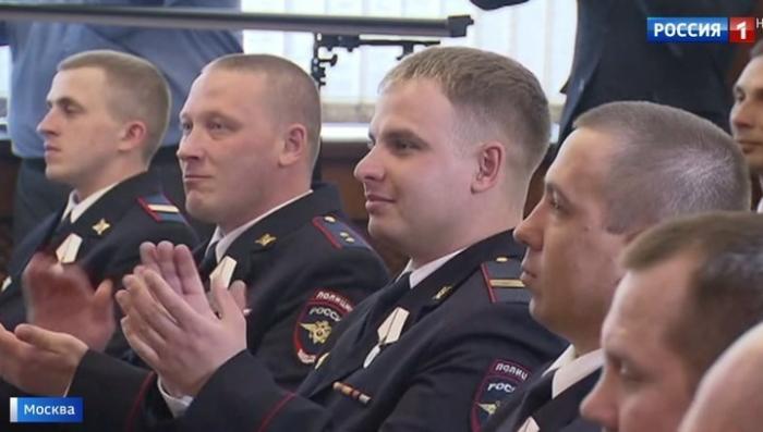 В Москве вручили награды полицейским-героям со всей России