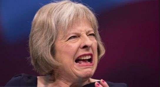 В Англии предложили агрессивной дурочке Мэй законодательно «связать руки»