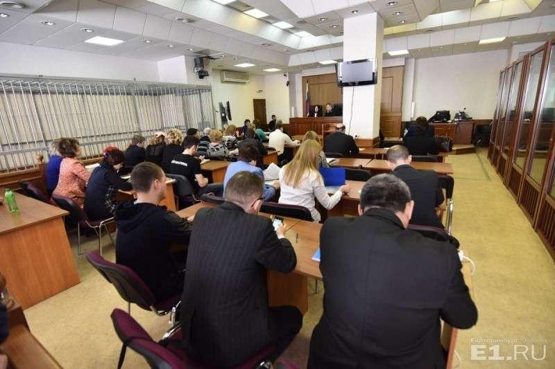 Толпа цыган и боевиков в количестве 25 человек приехала убить семью
