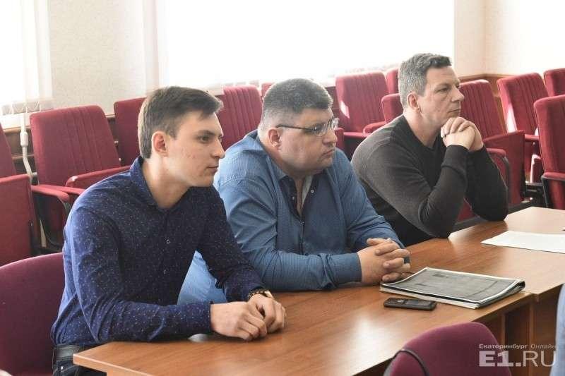 Сейчас будут допрашивать Александра НиколаевичаДутова (он в центре)