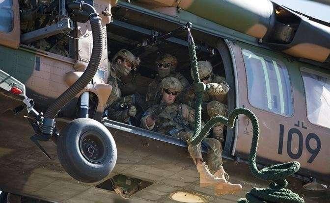 На фото: британские военнослужащие Специальной авиационной службы (SAS)
