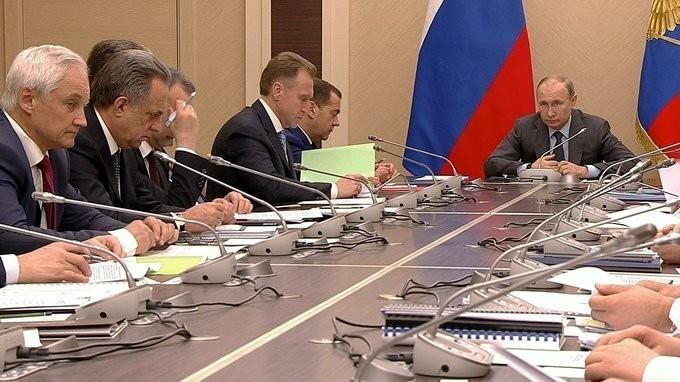 В. Путин обсудил меры по стимулированию использования газа в качестве моторного топлива