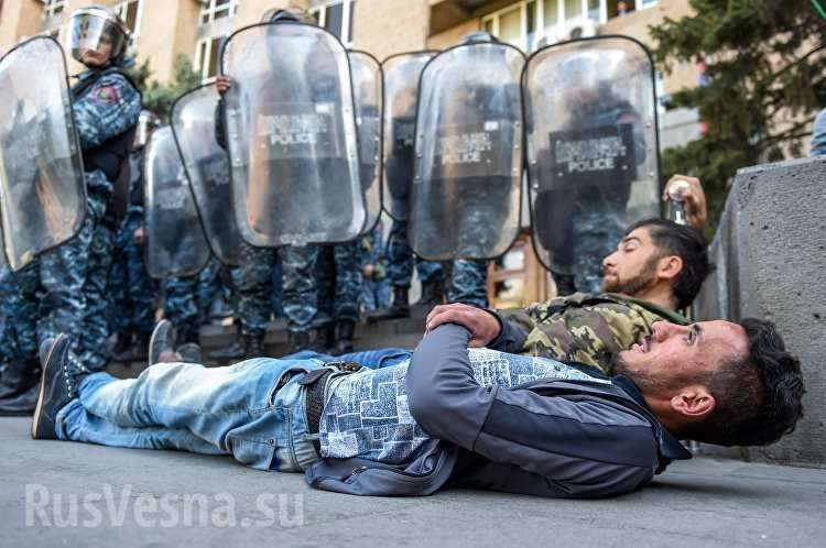 В Армении полиция начала задержания «бархатных» революционеров