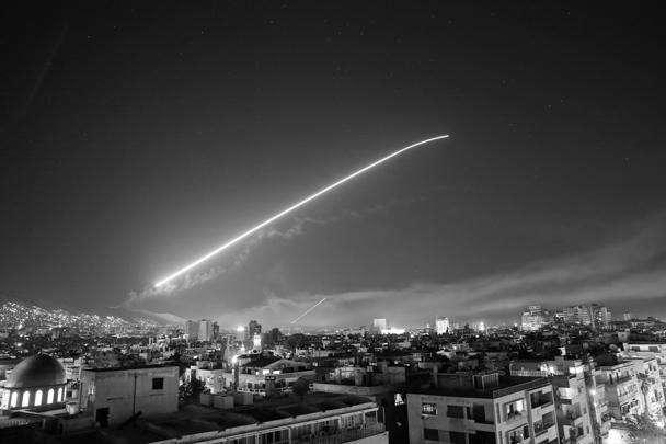 США, Великобритания и Франция провели один из самых массированных ракетных обстрелов Сирии за последние годы. В операции были задействованы корабли и стратегическая авиация. Однако больше половины ракет были уничтожены средствами ПВО еще на подлете