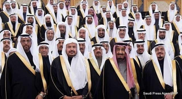 В Саудовской Аравии совершена попытка переворота. Король эвакуирован на базу ВВС