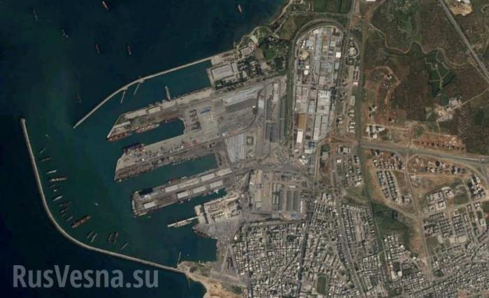 Сирийский экспресс: корабль-гигант разгрузился под дымовой завесой в Тартусе