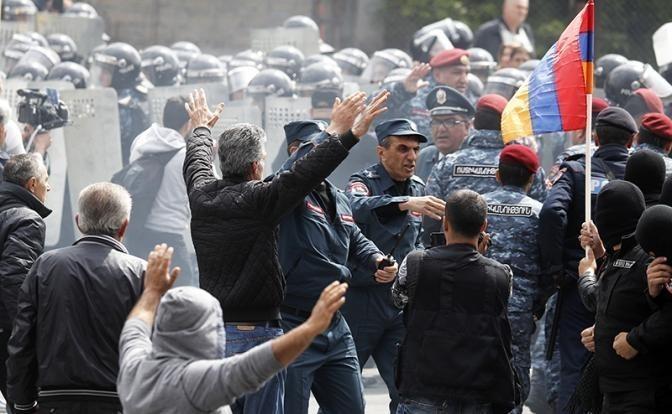 Майдан в Армении: дело за печеньками и неизвестными снайперами