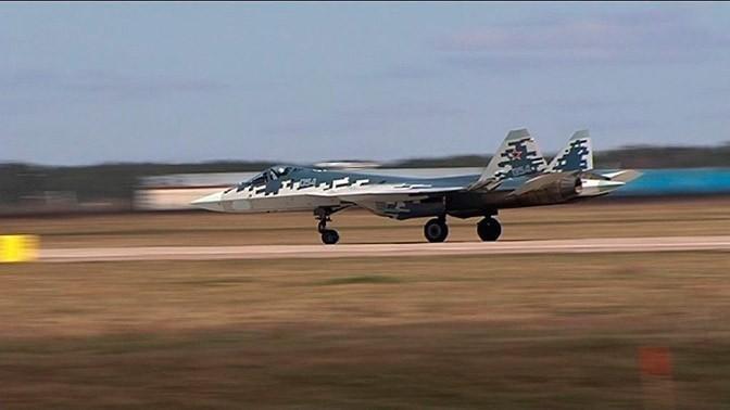 Как новейшие истребители Су-57 готовят к Параду Победы: кадры тренировочных полётов