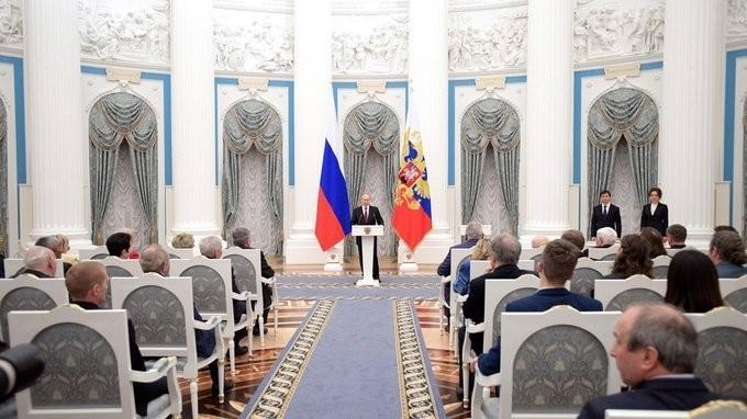 Владимир Путин вручил награды за особые трудовые заслуги перед государством и народом