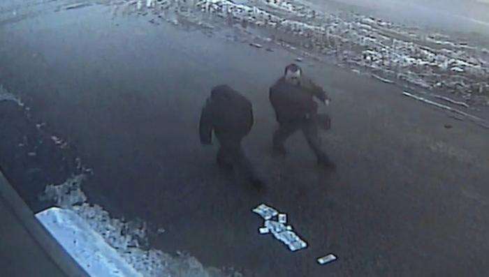 Презрение к деньгам: жители Тамбова проигнорировали пачки денег, рассыпанные грабителем