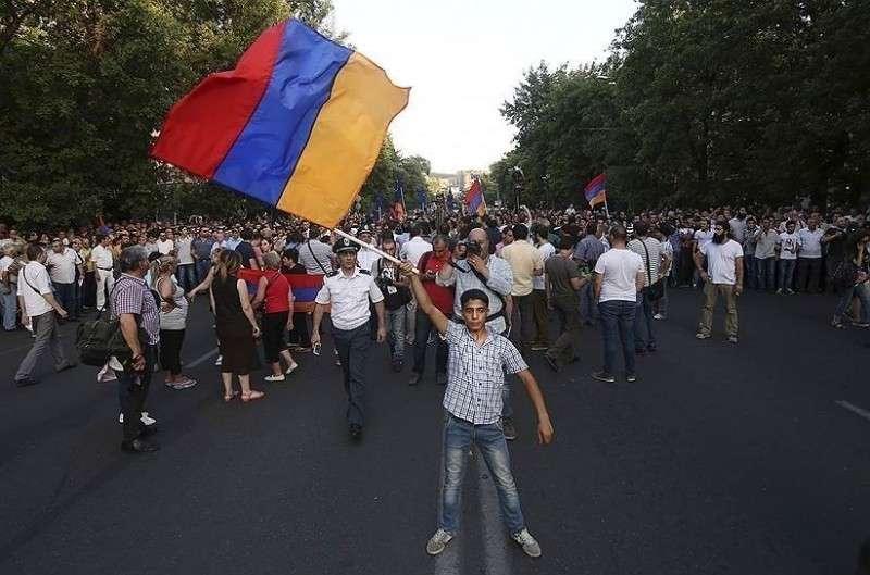 Если Казахстан и Армения хотят рыть себе могилу – зачем этому препятствовать?