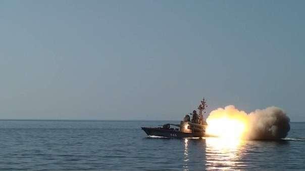 Россия у берегов Сирии наглядно показала наглым пиндосам что может ожидать их корабли