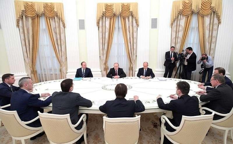 Навстрече совыпускниками программы развития кадрового управленческого резерва, получившими вовремя обучения назначения надолжности временно исполняющих обязанности высших должностных лиц субъектов Российской Федерации.