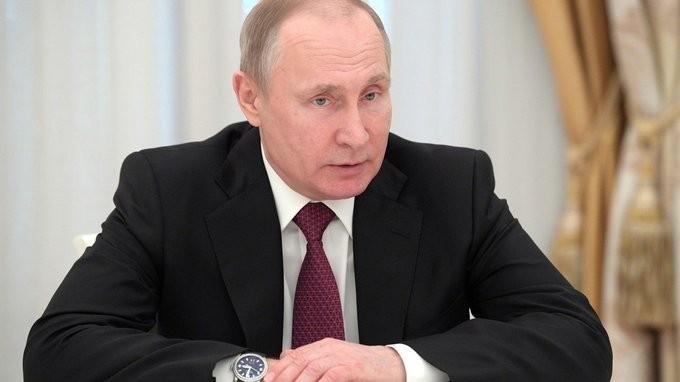 В. Путин встретился свыпускниками подготовки управленческих кадров – врио губернаторов