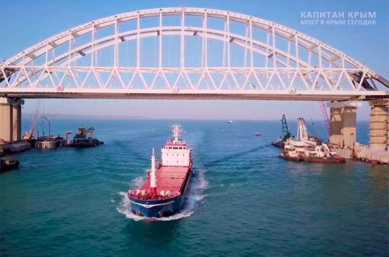 Почему на Крымском мосту шумозащитные экраны непрозрачные?