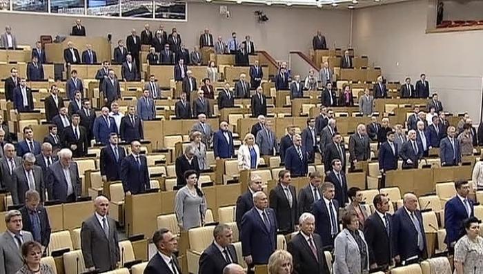 Зарплата депутатов и сенаторов должна ровняться средней зарплате по России