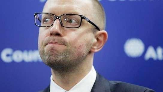 Прыщавого Сеню будут делать крайним на Украине?