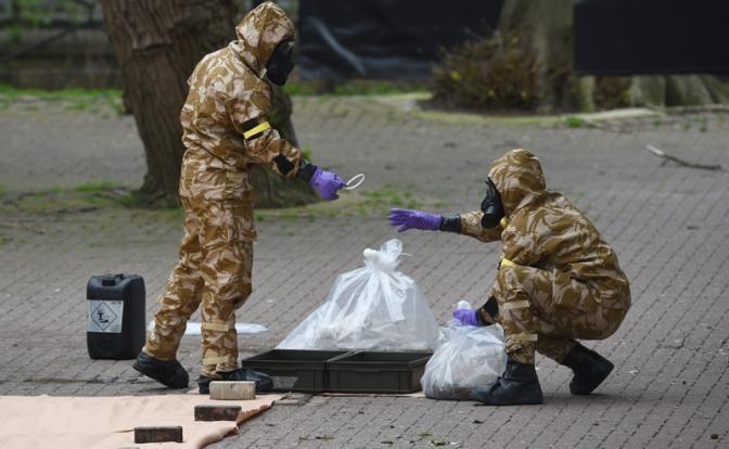 Если Скрипаля отравила Россия, то почему следы заметает Британия?