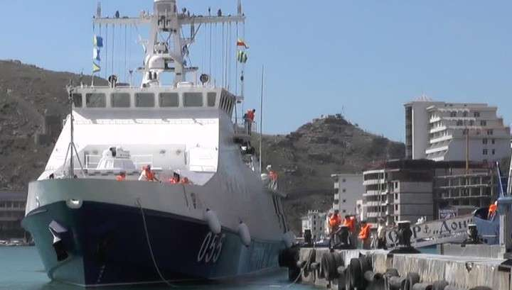 Российский сторожевой корабль задержал украинское судно за браконьерство