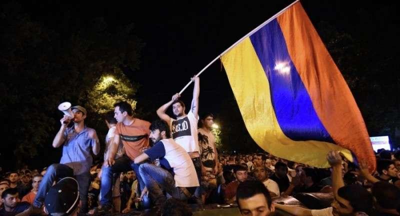 В Армении из-за спины Пашиняна показались настоящие заказчики переворота