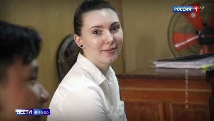 Глупых и жадных до халявы девушек из России превращают в наркокурьеров