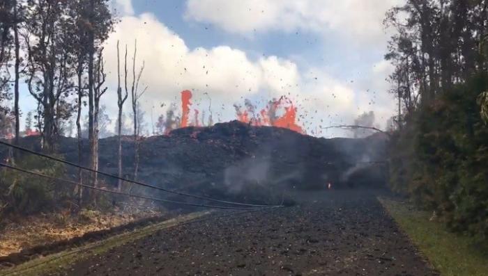 Очевидцы извержения вулкана на Гавайях публикуют видео последствий