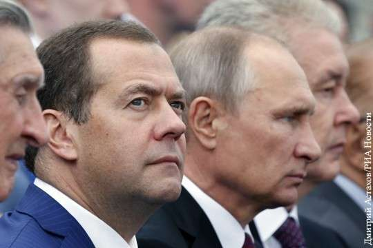 Новое правительство Медведева будет действовать по «суперуказу» Владимира Путина