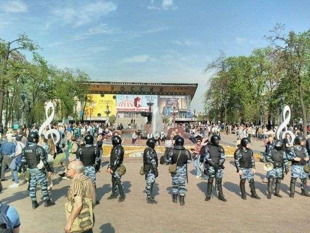 Сопливая революция навальнят: плюшевый разгон разгневанных утят