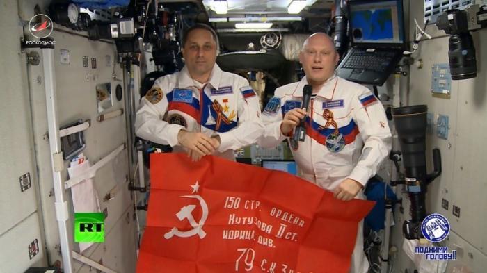 Экипаж МКС поздравляет ветеранов с праздником Победы над фашизмом