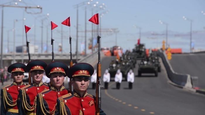 Самые яркие моменты парадов Победы по всей России