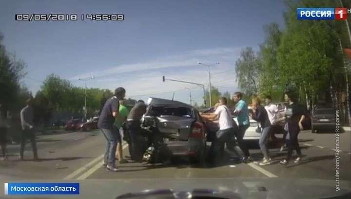 Над пьяной автоледи в Домодедове чуть не устроили самосуд