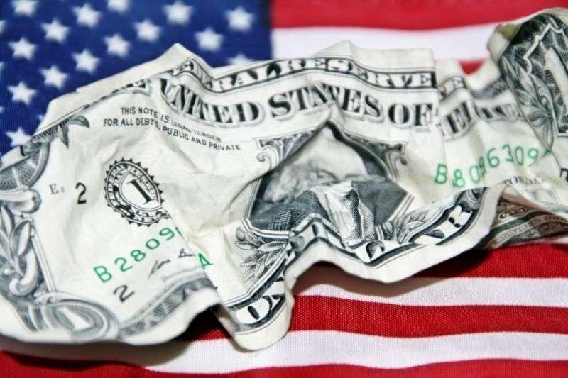 Дональд Трамп готовит США к дефолту и вводу в оборот новой валюты