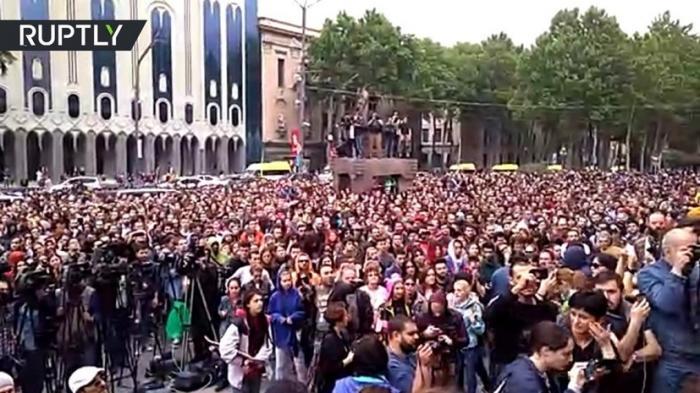Обдолбанные грузины массово протестуют против антинаркотических рейдов