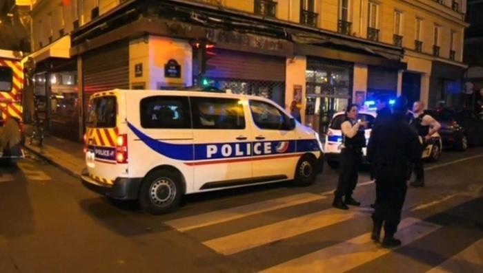 Теракт в Париже: исламист сбрендил и бросился на людей с ножом