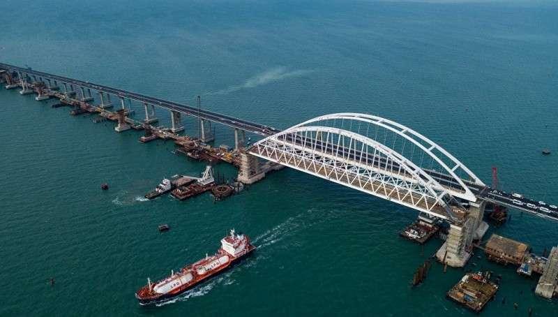 Мост в Крым: строительство автоподходов к мосту завершено